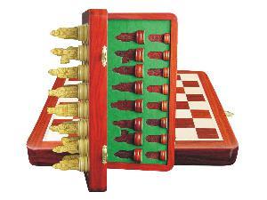 """Isle of Lewis Theme Magnetic Chess Set Folding 10"""" Blood Wood/Maple"""