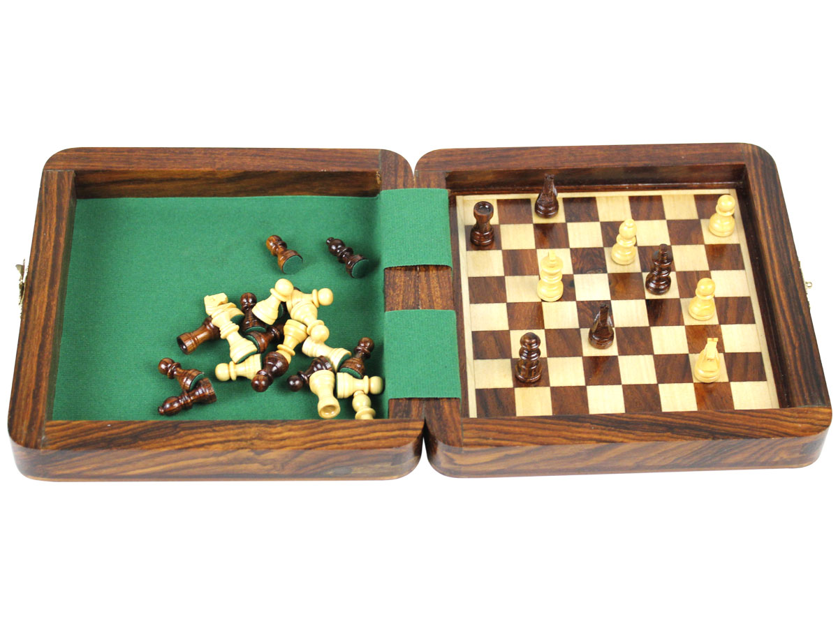Fully open magnetic chess set board inside