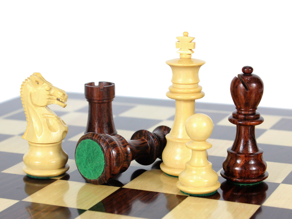 Billiard Cloth Felt in Green Color has been applied on the bottom of Chess Pieces