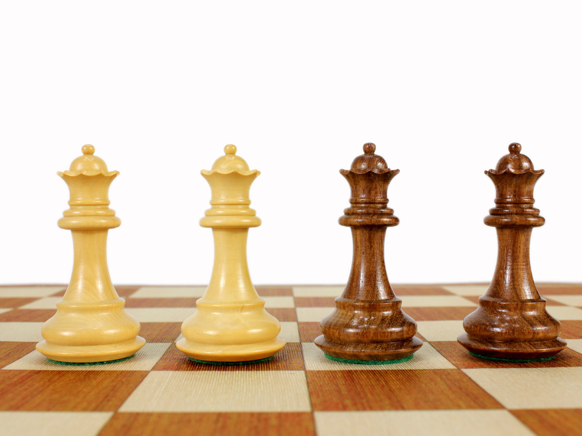 2 Extra queens provided free of cost with the purchase of chess set