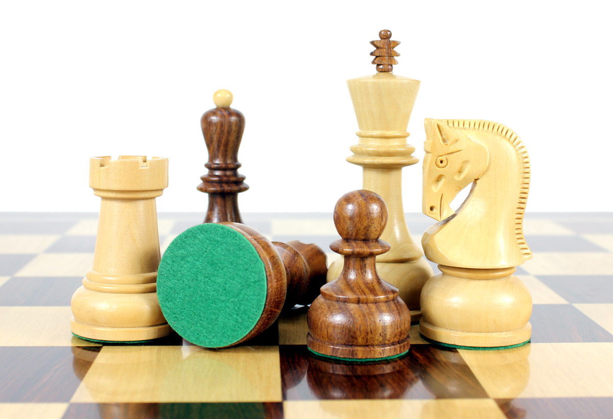 All chess pieces have felted bottom.