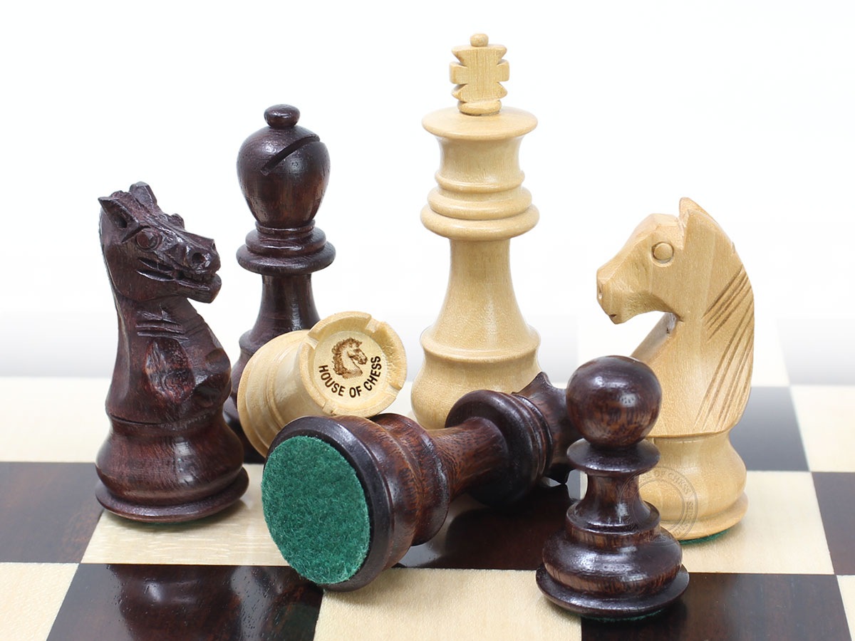2 extra Queens + 4 extra Derby Knights + 2 extra pawns provided. Total 40 Chess Pieces