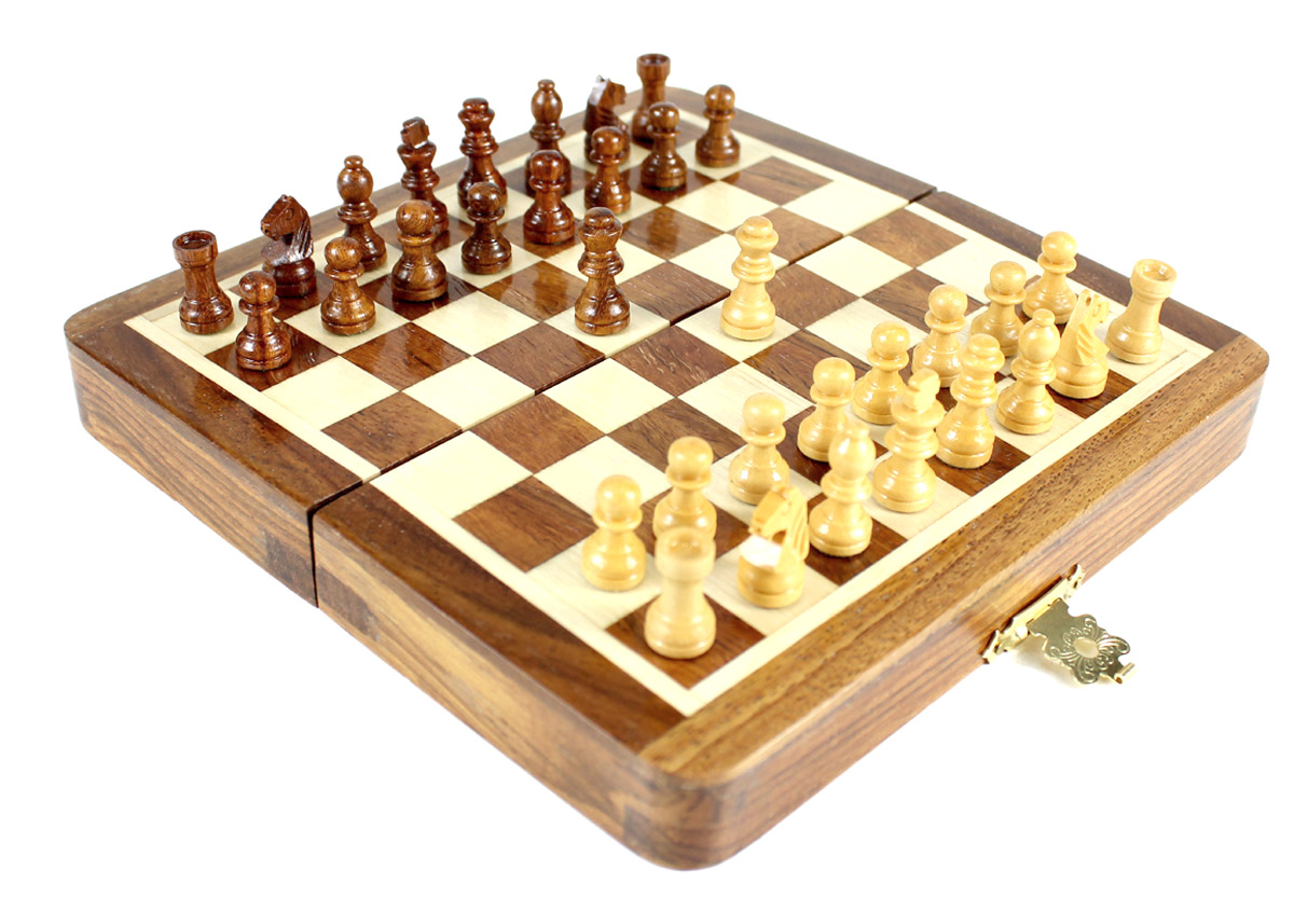 "5"" Folding chess board ideal for travelling purpose. King Height - 0.78"" (20mm) King Base - 0.31"" (8mm)"