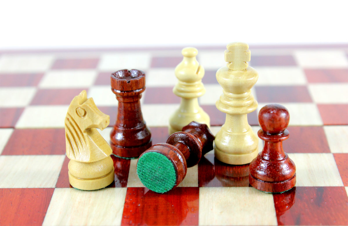 All chess pieces have felted bottom.  The weight of the chess set is 0.936 lbs (425 grams)