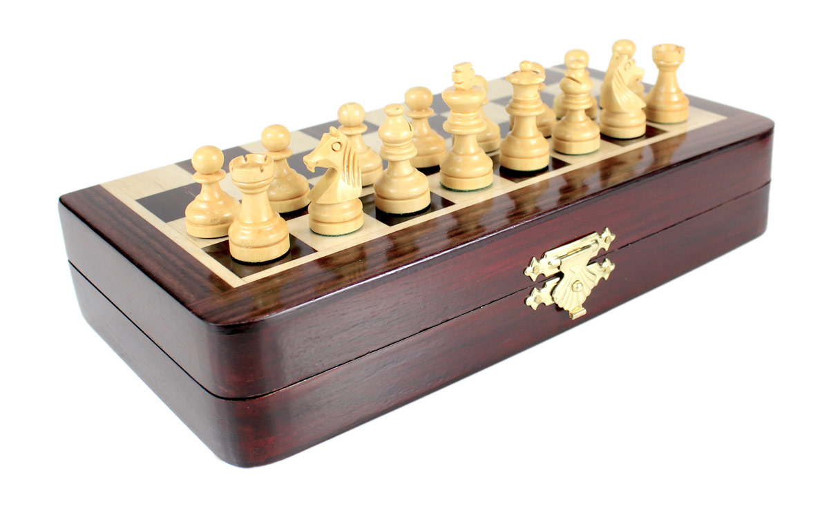 2 extra Queens provided with this set. Total 34 Chess Pieces.