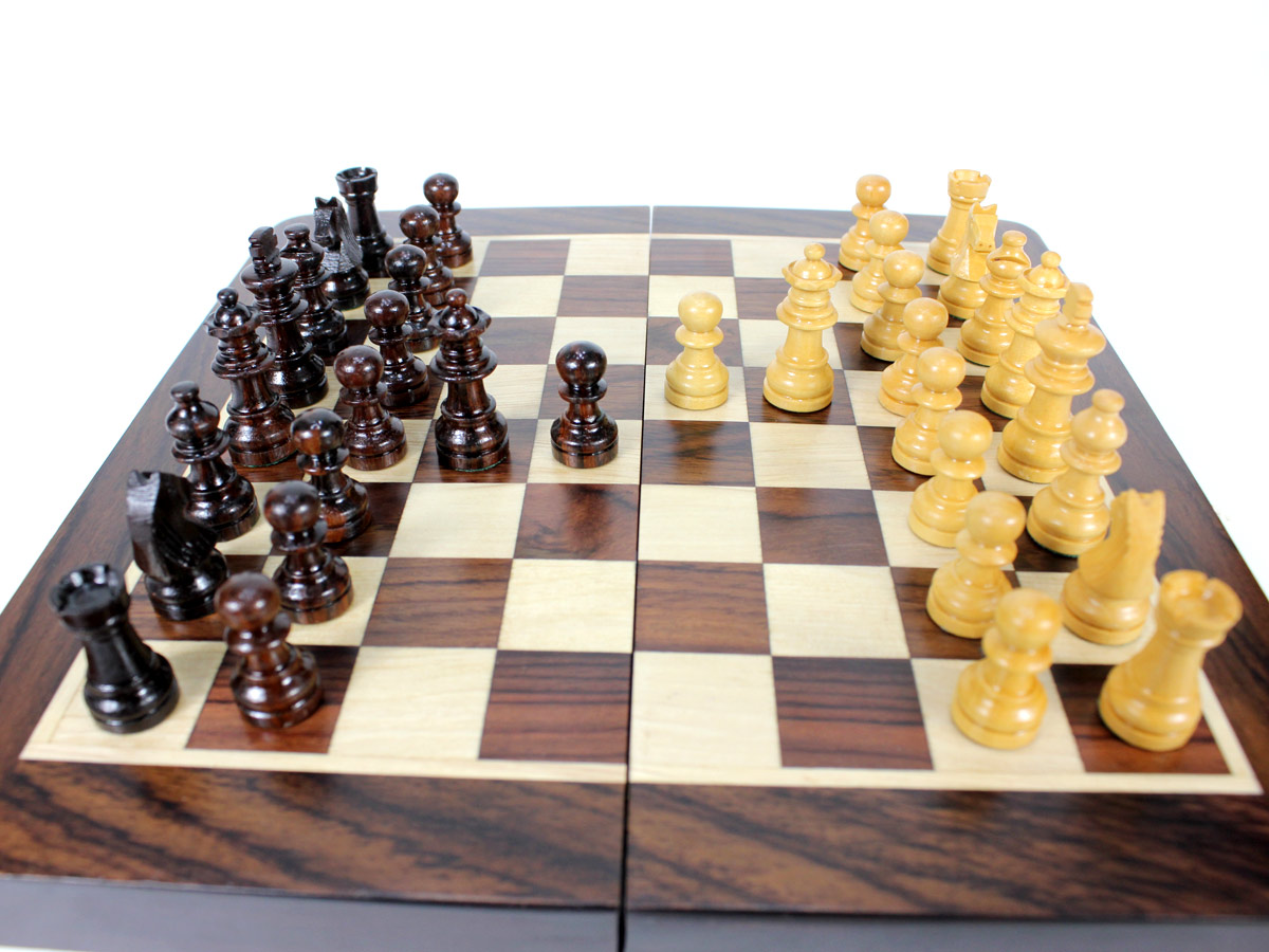 2 Extra queens and pawns provided with chess set