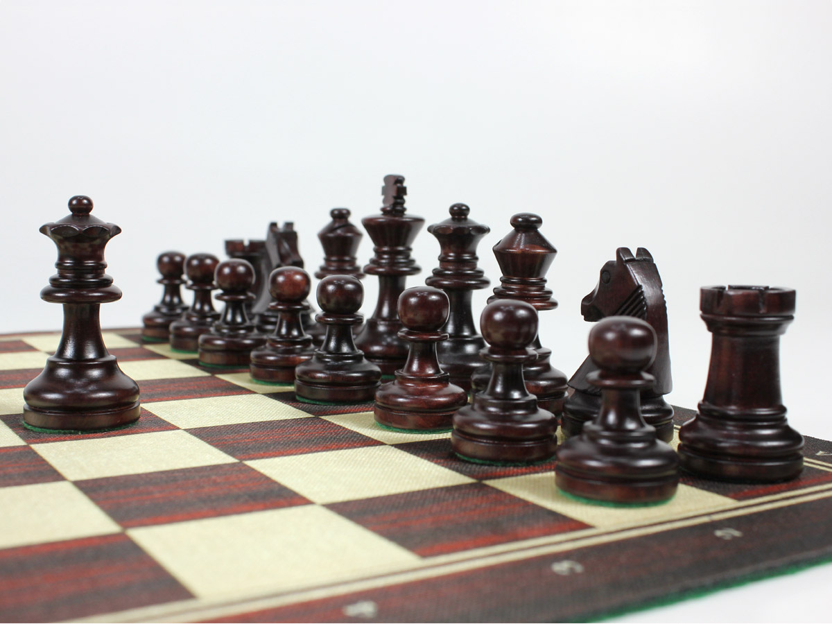 Rosewood colored louis staunton chess pieces